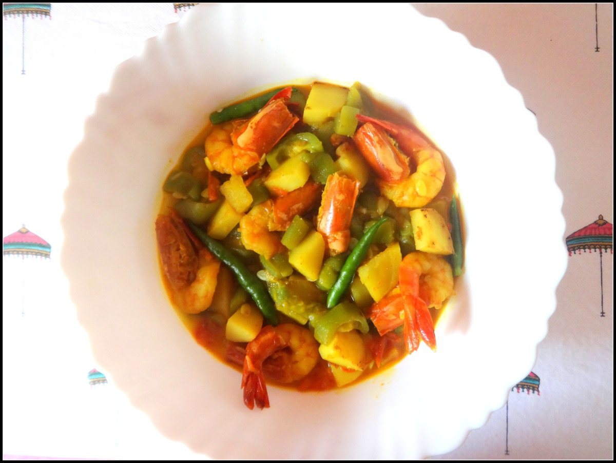 Prawn curry with Ridge Gourd & Potato (Jhinge Aloo Chingri macher Jhol)