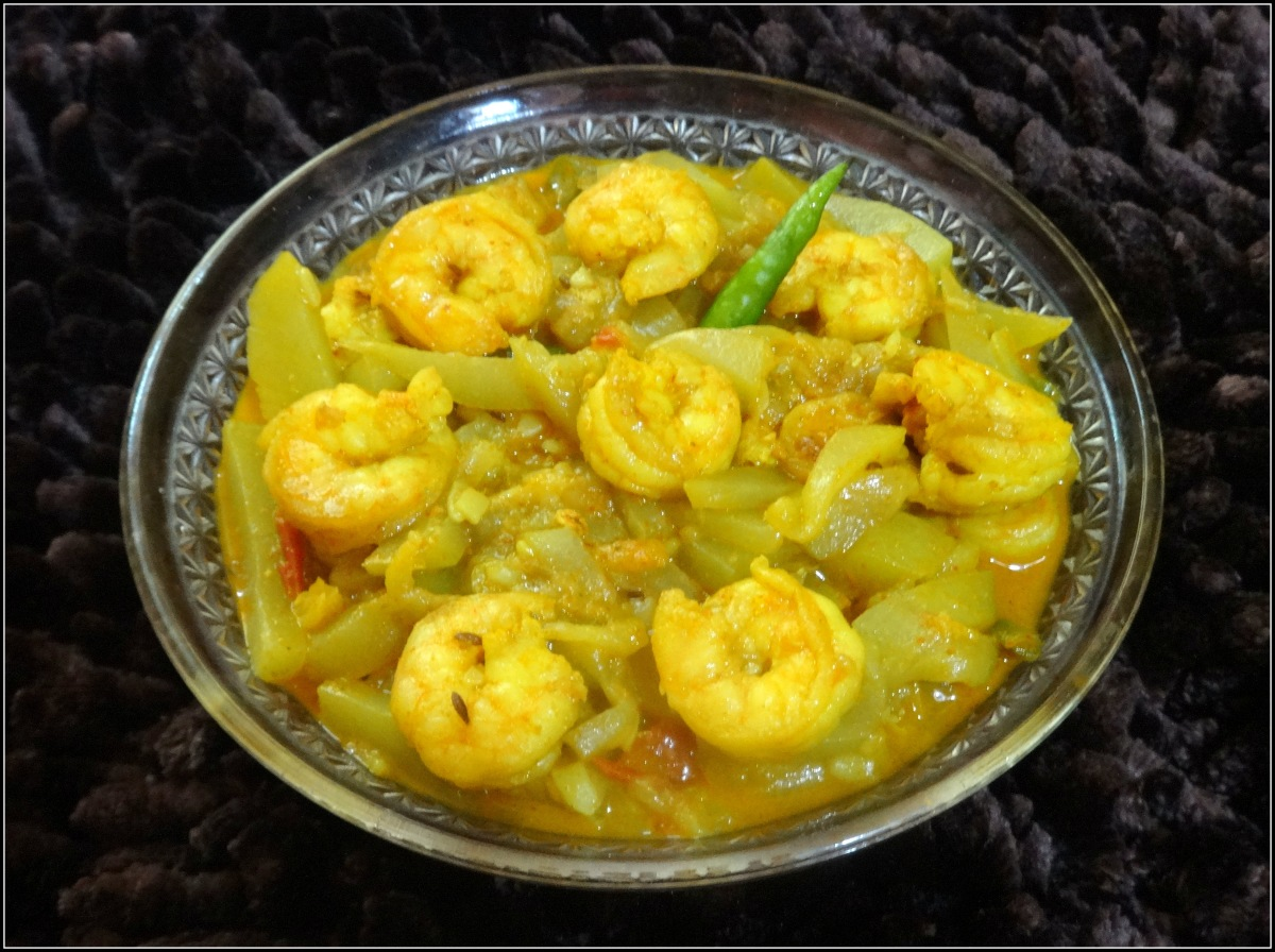 Bottle Gourd with Shrimps curry (Lau Chingri)