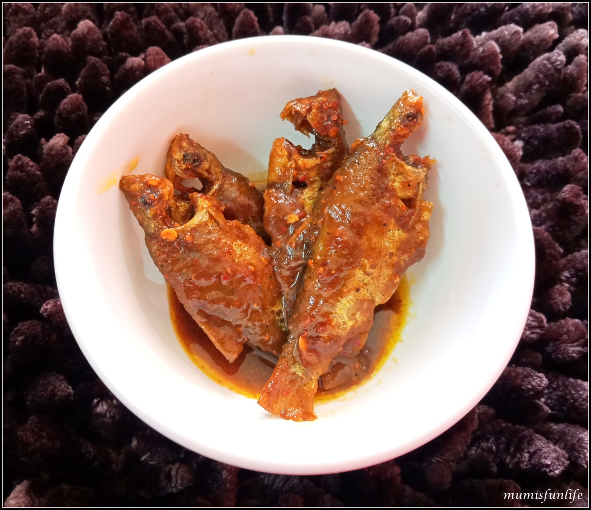 Puti Fish in hot & sour gravy (Puti macher Tok Jhaal)